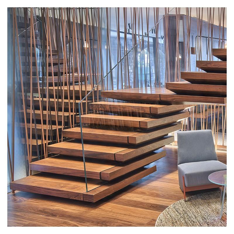 norme escalier priv a fabriqu cet escalier monumental en trois mois et heures de travail une. Black Bedroom Furniture Sets. Home Design Ideas
