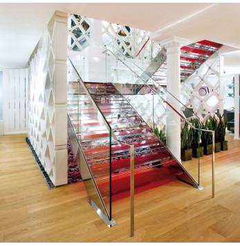 Escalier sur mesure design d'exception verre rouge et inox