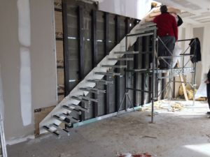installation d 39 un escalier suspendu go up. Black Bedroom Furniture Sets. Home Design Ideas