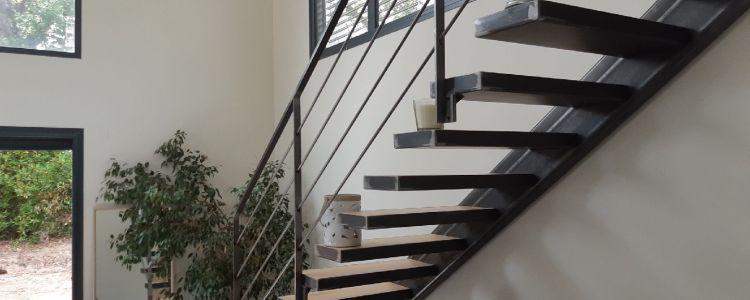 Structure escalier acier brut